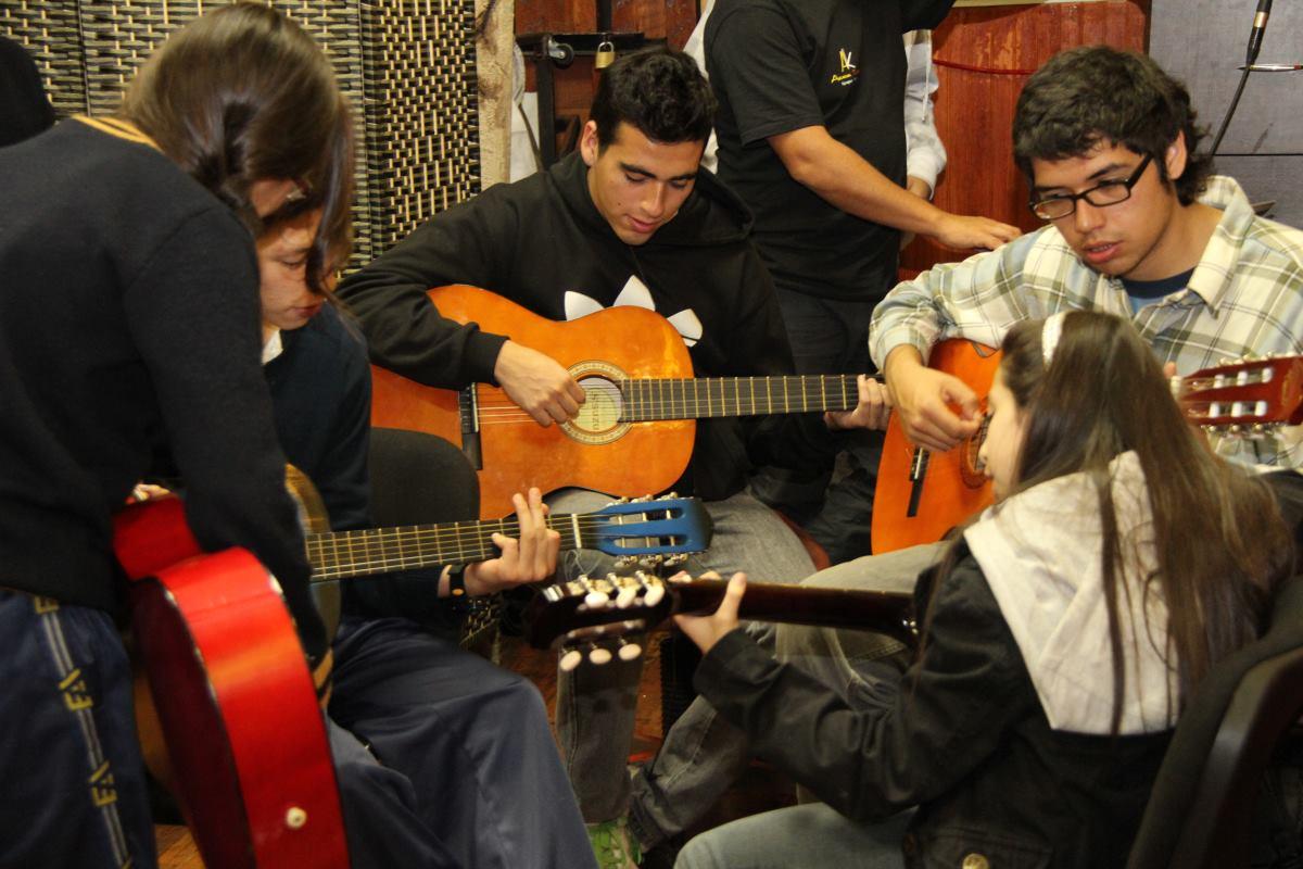 Taller de GUITARRA JUVENIL y ADULTO  – 2014 Iquique
